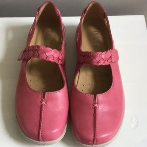 Shoes - Woman's comfort 9 1/2 W